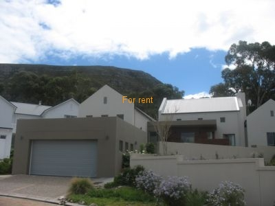 Modern Private Holiday Home in Lakewood Golf Estate. 5 min walk to sea and 3 Km to town and Harbur